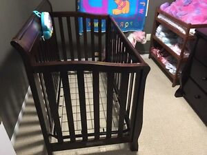 Solid wood convertible crib Cambridge Kitchener Area image 1