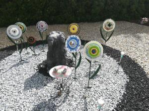 Garden decoration - antique plate flowers