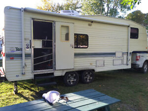 26' Fifth Wheel Travel Trailer with Hitch