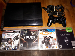 Ps3 -250GB, 1 wireless controller, 4 games, hdmi