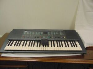 YAMAHA PSR 300 KEYBOARD AND CASE;