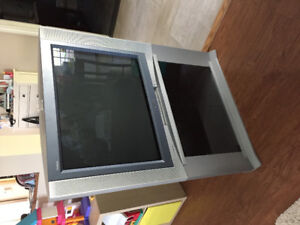 "Sony Trinitron 32"" TV with matching stand for sale"