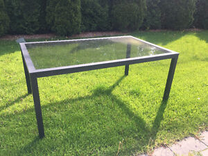 **FOR SALE OUTDOOR PATIO TABLE WITH GORGEOUS GLASS TOP*