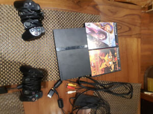 PS2 slim (deux manettes et deux jeux)