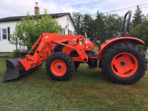 2015 Kubota M7040 tractor with loader