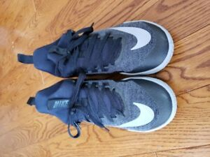 Size 7  - Teenager or women's Nike basketball shoes.