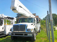 International 100' Bucket Truck