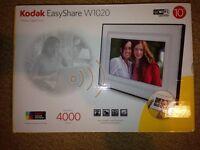 "Kodak Digital Photo Frame W1020 10"" WiFi with all packaging - AS NEW"