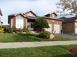 LACKNER WOODS-ALL BRICK SPACIOUS BUNGALOW-FINISHED TOP-BOTTOM Kitchener / Waterloo Kitchener Area image 3