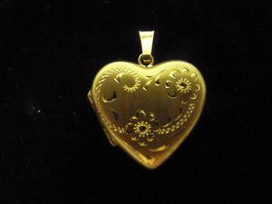 10K Yellow Gold Heart Locket - Excellent Condition