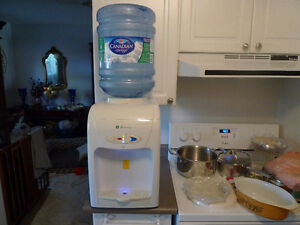 Greenway hot/ cold countertop Water Dispenser