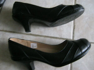 #TelusHelpMeSell - 1 Pair Of Ladies Shoes - Excellent Shape! Kitchener / Waterloo Kitchener Area image 1