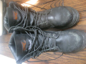 STC safety boots size 4