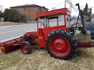 Tracteur de ferme à gaz 1941 à vendre 1200$ St-Mathias