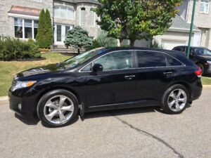 2012 Toyota Venza V6, 42,000km Touring Package