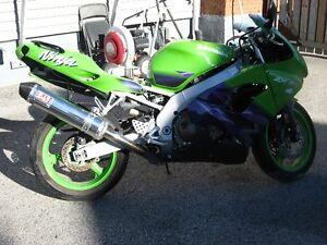 1999 kawasaki zx-9r parts bike London Ontario image 1