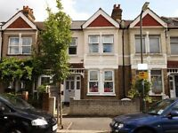 One Bedroom Garden Flat - Less Than 5 Minutes Walk to Raynes Park Station!