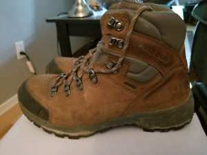 Men's  9 1/2 hiking boots