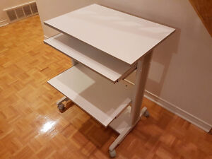 Computer table / table d'ordinateur