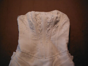 BEAUTIFUL WEDDING DRESS FOR SALE Campbell River Comox Valley Area image 5