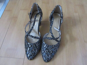 Women' Ballroom Party Dance Shoes Closed Toes Size 6 Gold  Black
