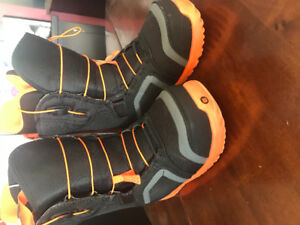 Boys size 7 snowboarding boots