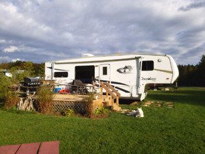 2008 Forest River Cherokee Lite 28.5ft 5th Wheel Camping Trailer