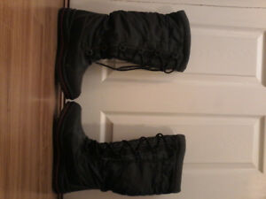 Winter boots -Size 10
