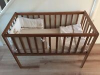 Baby crib with 2x mattress mini blanket and bumper exc cond