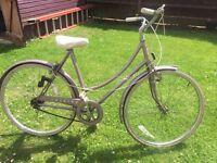 Ladies Vintage Raleigh Chiltern Bicycle