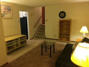 UPPER LEVEL ROOMS RENTAL - Close to UWO, FC, Mall and Downtown