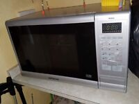 Hitachi microwave oven/grill combi 900w- as new