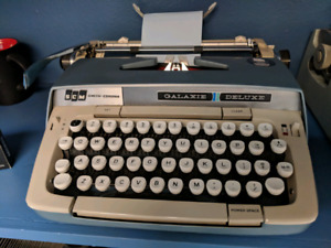 SCM Smith-Corona Galaxie Deluxe Manual Typewriter