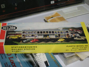 HO scale passenger station for electric model trains