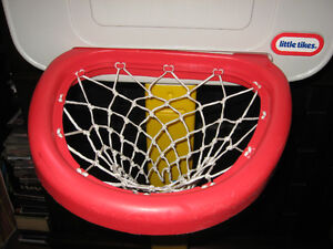 LITTLE TIKES KIDS BASKET BALL HOOP NET WITH STAND $ 20.00 Cambridge Kitchener Area image 4