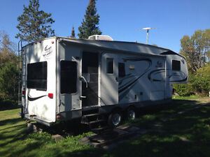 2005 Fifth Wheel Travel Trailer