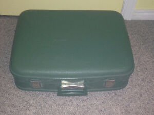 Green Antique Suitcase Stratford Kitchener Area image 1