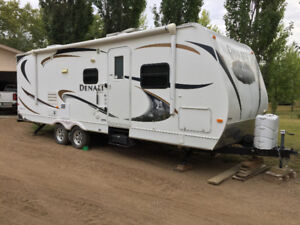 2011 DENALI super lite 26.2 foot travel trailer one owner