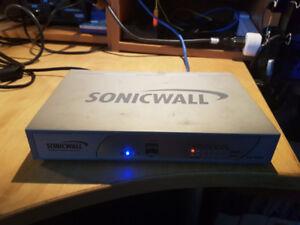 Routeur professionnel SonicWall TZ210