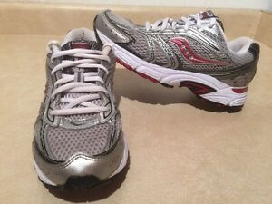 Women's Saucony Cohesion 4 Running Shoes Size 7.5 London Ontario image 1