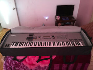 Yamaha motif 8 , 52 touches blanches