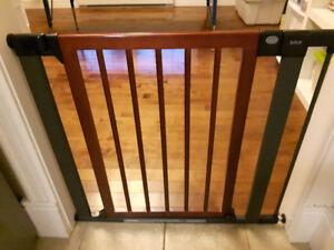 Brica Easy Close Tall & Wide Metal Gate