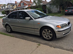 BMW 325i in Great Condition|Leather|Sun Roof