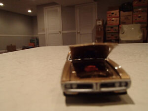 Loose Greenlight AUCTION BLOCK - 1971 '71 DODGE CHARGER R/T Gold Sarnia Sarnia Area image 10