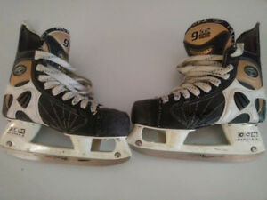 Ccm super tacks 952s youth size 3.5 skates  good condition