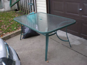 PATIO TABLE CALL 519 729-5862
