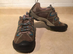 Women's Keen Hiking Shoes Size 7 London Ontario image 9