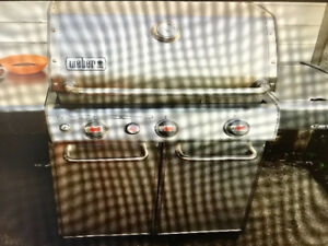 Weber S-330 barbeque
