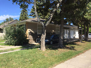 Walking distance to U of S - Furnished room available Aug. 1st