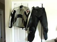Ensemble manteau et pantalon de moto en cuir de marque Teknic